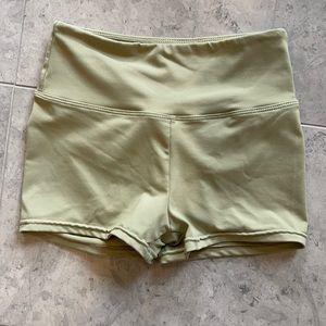 Sage Scrunched Booty Shorts sz S